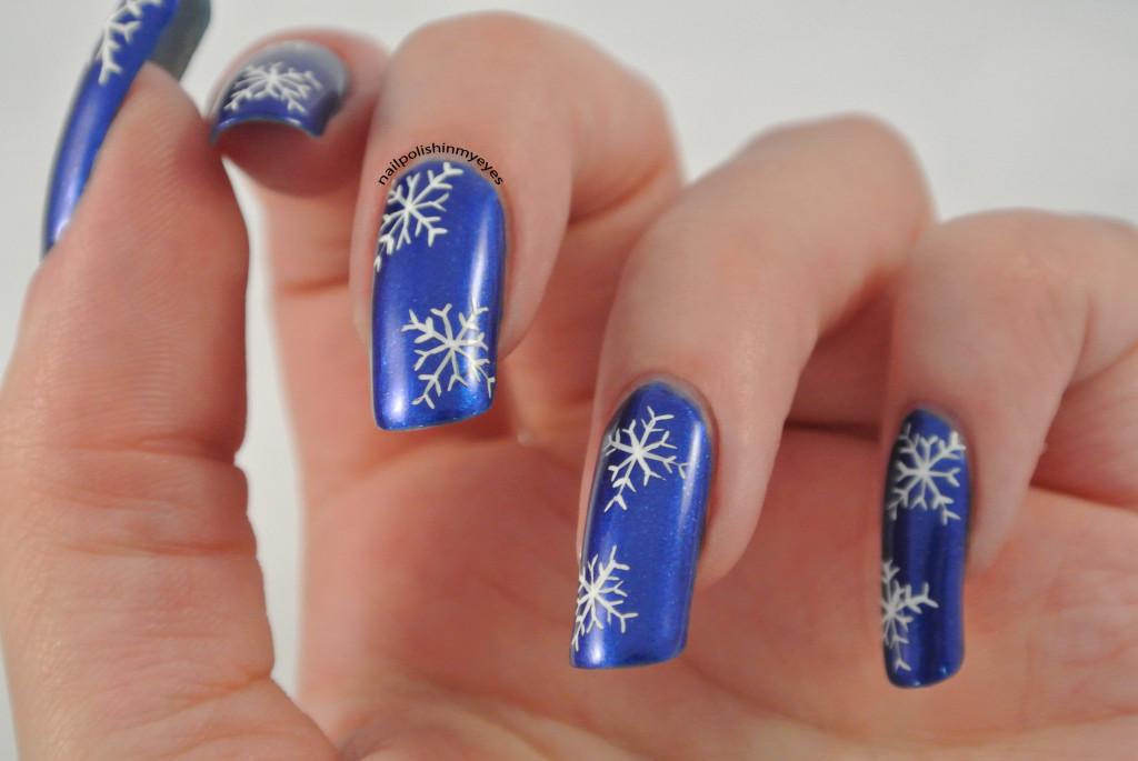 Blue-White-Snowflakes-1