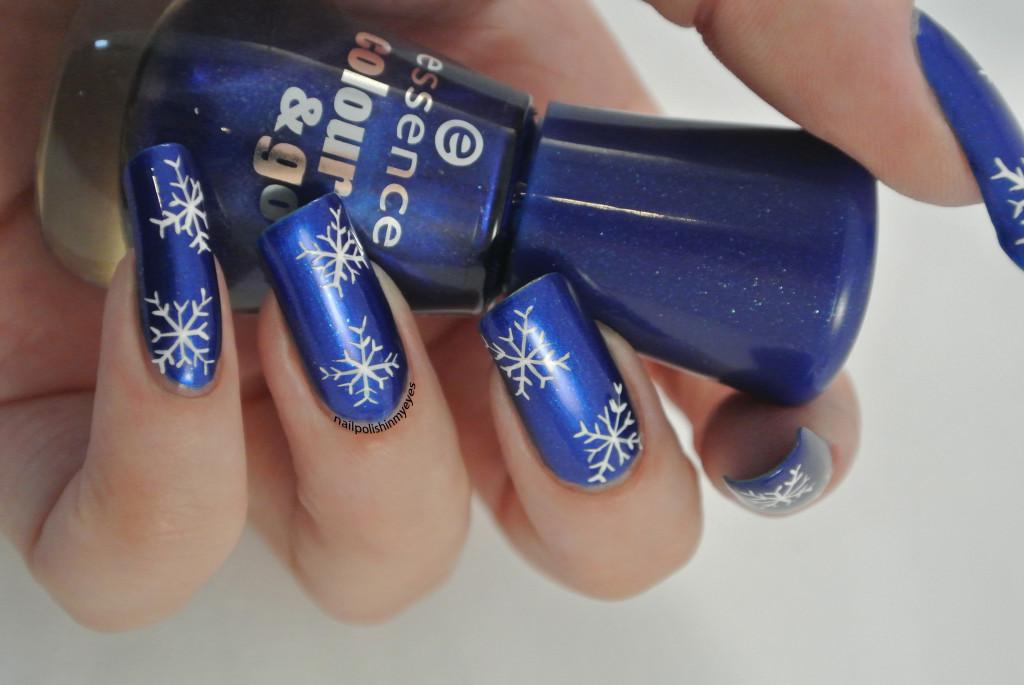 Blue-White-Snowflakes-1.3