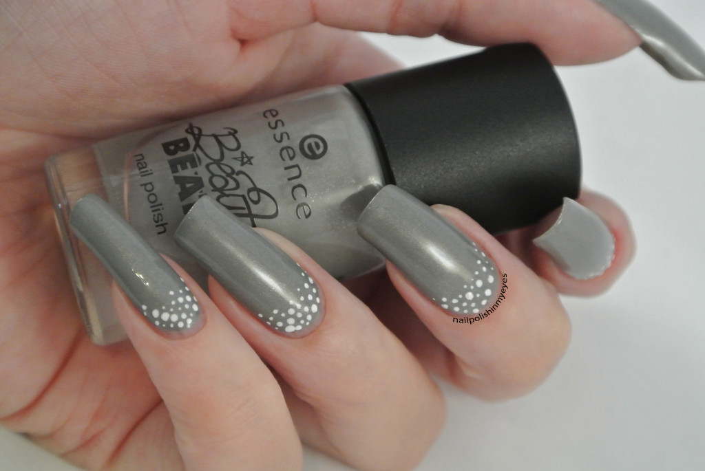 Grey-White-Dots