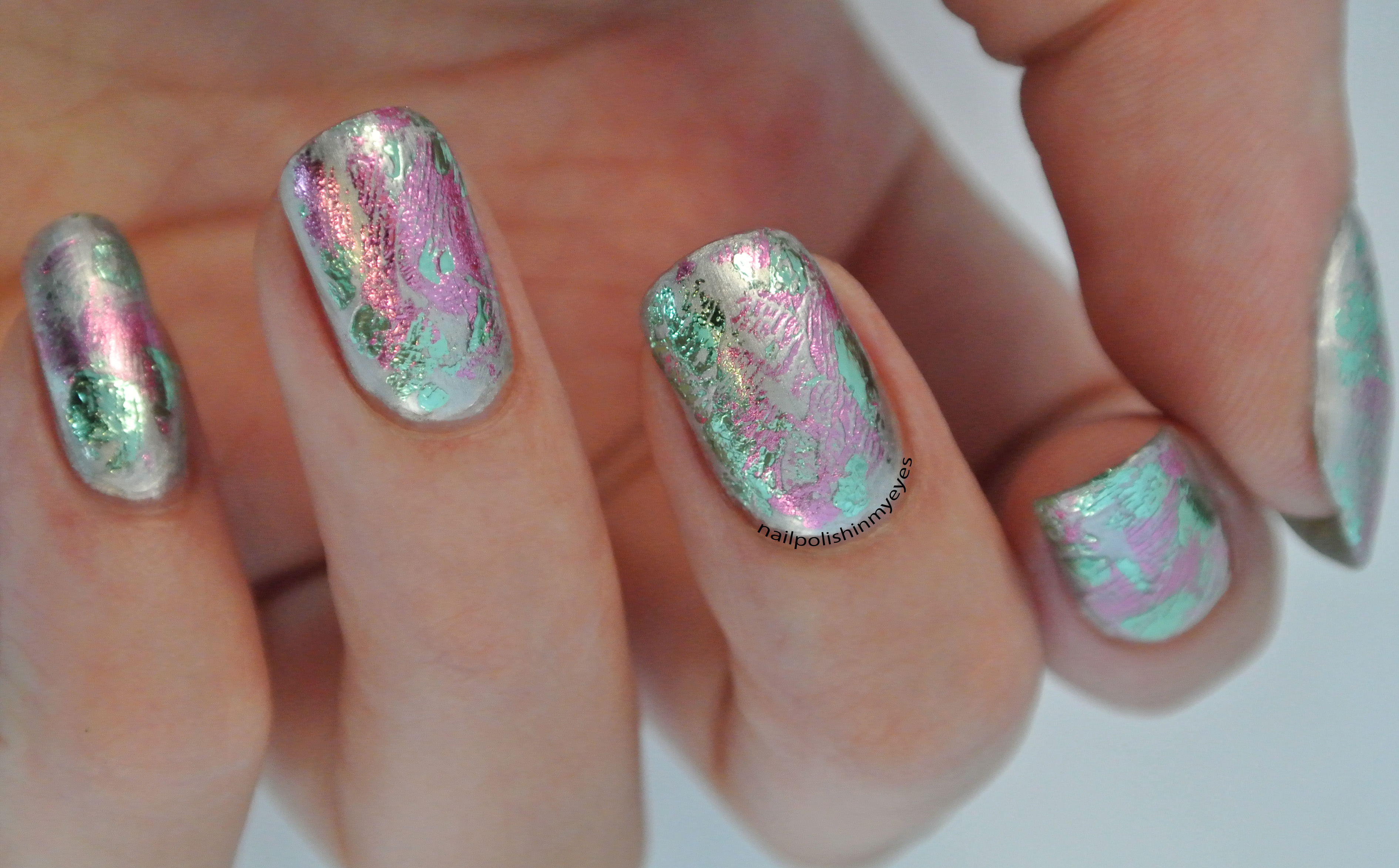 How to do a manicure with foil?