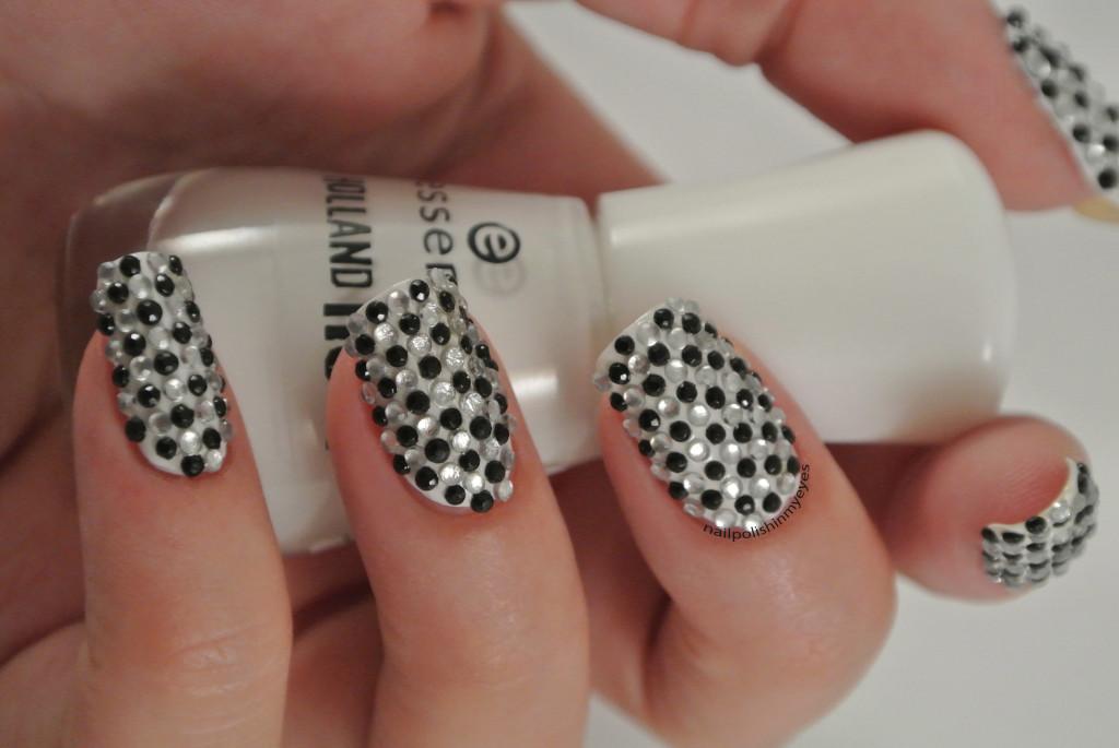 31dc14-Black&White-1